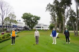 圖四為籌備委員會委員譚鎮國副主席(右二)、馬清揚副主席(左一)、李澤浩總理(右一)及林子祥先生(左二)主持開球儀式。