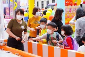圖三至八為大館搖身一變成為「東華村」,連串豐富的節目讓參與市民盡興而歸。