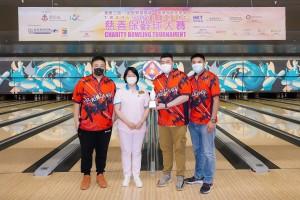 圖五為文頴怡主席(左二)頒獎予陳婉珍主席盃企業組隊際組冠軍。