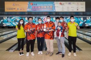 圖五為譚鎮國主席(右一)及冠名贊助人暨籌備委員會主席麥鄧蕙敏總理(左一)頒獎予位元堂盃企業組隊際組冠軍。